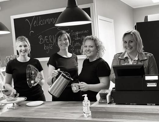 Bilde av damene på Bærja kafe