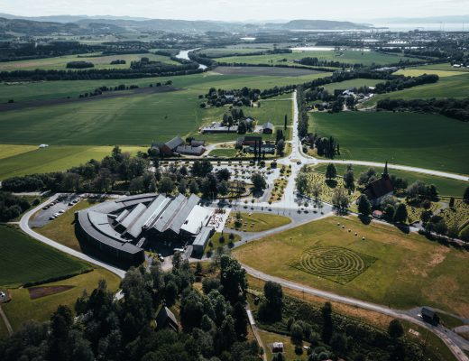 Dronebilde av Stiklestad