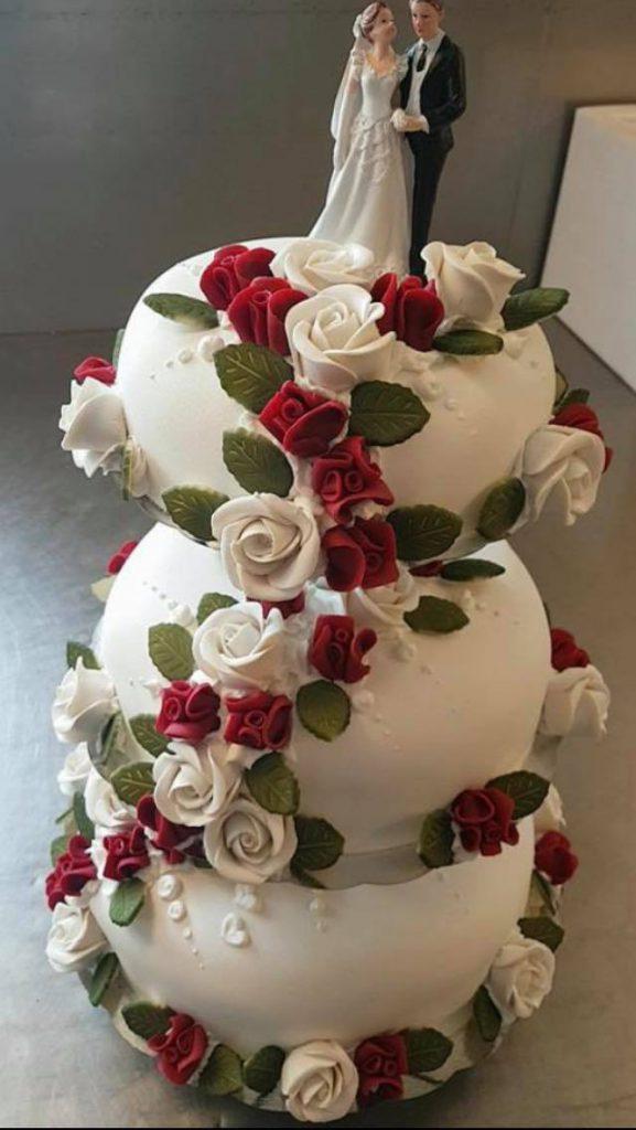 Bilde av bryllupskake fra Innherredsbakeriet